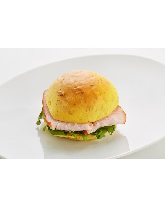 Curry brioche with turkey ham, vegetables and rocket lettuce
