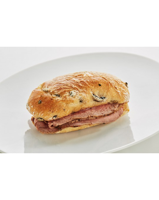Jour-Olive roll with English roast beef and sauce tartar