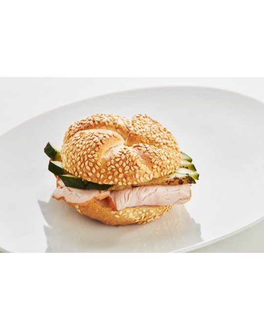 Jour-Sesame roll with turkey breast and courgette slices