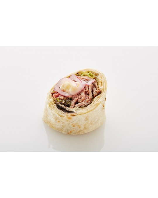Wraps mit Roastbeef, Salat und Zwiebelringe